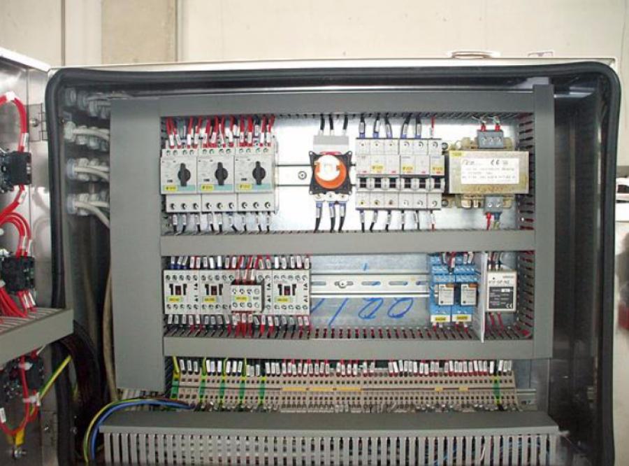 ELEKTRISCHE SYSTEME, TV UND INTERNET